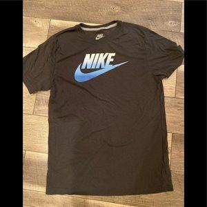 Men's Nike tee large